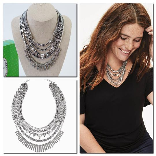 Preload https://img-static.tradesy.com/item/25688066/stella-and-dot-silver-and-amelia-sparkle-statement-necklace-0-0-540-540.jpg