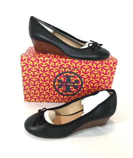 Preload https://img-static.tradesy.com/item/25688902/tory-burch-chelsey-mestido-grassgrain-wedges-size-us-95-regular-m-b-0-0-540-540.jpg