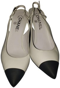 Chanel White and black Pumps