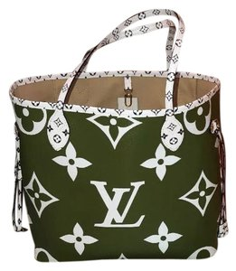 Louis Vuitton Tote in Khaki Green/Beige