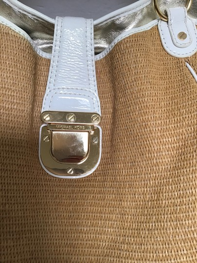 Michael Kors Tote in White patent leather trim/tan woven fabric Image 10