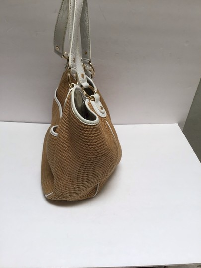 Michael Kors Tote in White patent leather trim/tan woven fabric Image 3