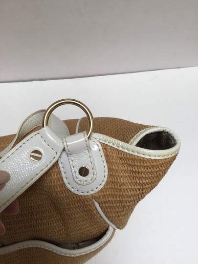 Michael Kors Tote in White patent leather trim/tan woven fabric Image 7
