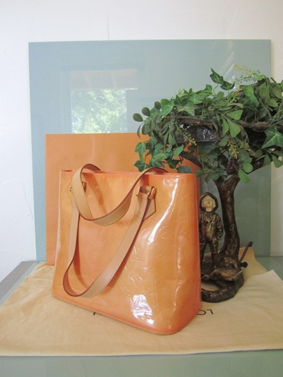 Louis Vuitton Vernis Houston Patent Leather Tote in Peach Image 1