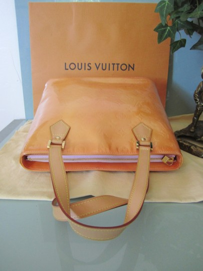 Louis Vuitton Vernis Houston Patent Leather Tote in Peach Image 7