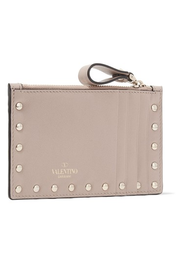 Preload https://img-static.tradesy.com/item/25691138/valentino-poudre-rockstud-grainy-calfskin-coin-purse-and-cardholder-wallet-0-0-540-540.jpg