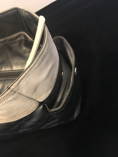 Chanel Tote in Silver white Image 5