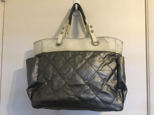 Chanel Tote in Silver white Image 8