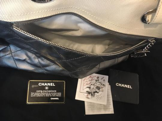 Chanel Tote in Silver white Image 9