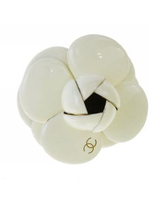 Chanel Gorgeous Auth Chanel Camélia Pearl Brooch
