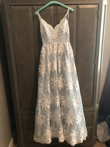 Robins Egg Blue with Ivory Appliqué Perfect For A Events Formal Bridesmaid/Mob Dress Size 4 (S)