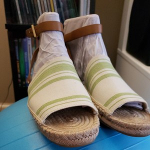 Tory Burch Ivory/Green Sandals