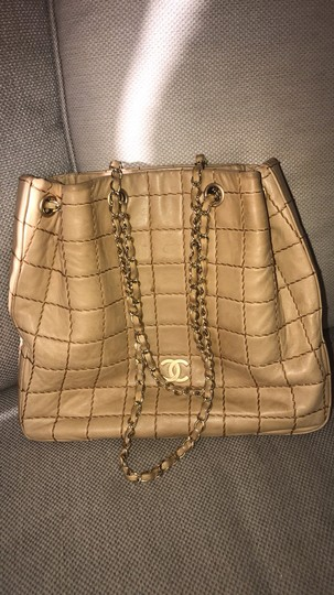Chanel Lamskin Quilted Chain Drawstring Tote in Beige Image 11