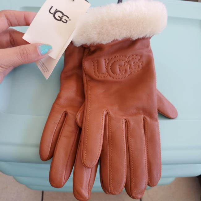 Item - Chestnut L With Tags Uggs Classic Leather Logo Gloves Color Size
