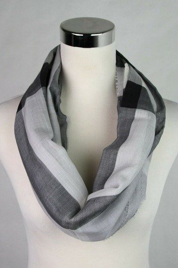 Burberry Burberry Pale Gray Wool Silk Checkered Scarf 39313231 Image 4