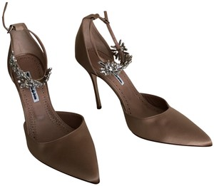 f52cc13808e13 Pink Manolo Blahnik Pumps Up to 90% off at Tradesy