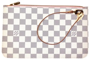 Louis Vuitton Wristlet in rose Ballerine