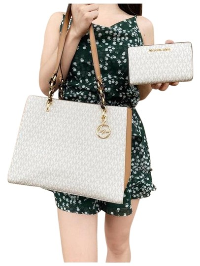 Michael Kors Chain Wallet Signature Tote in Vanilla Image 0