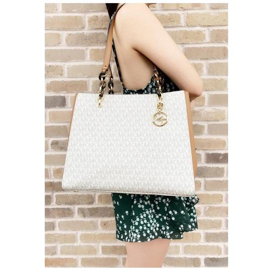 Michael Kors Chain Wallet Signature Tote in Vanilla Image 5