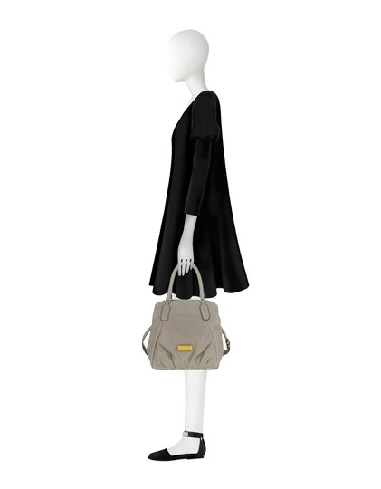 Marc by Marc Jacobs New Q Pebbled Leather Shoulder/Satchel Style # M0009406 Satchel in Cement Image 4