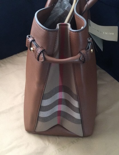 Burberry Tote in Tan Image 4