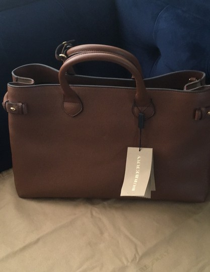 Burberry Tote in Tan Image 5