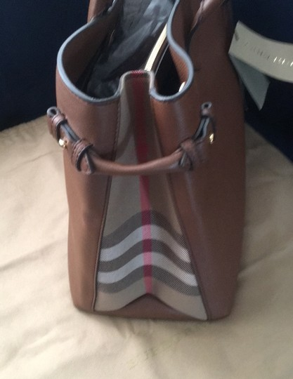 Burberry Tote in Tan Image 9