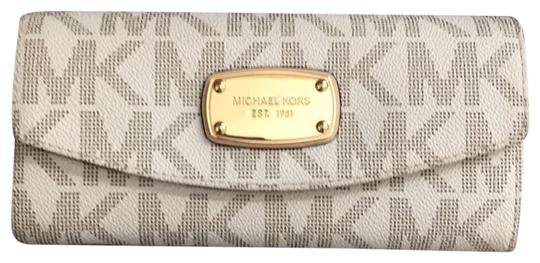 Preload https://img-static.tradesy.com/item/25703847/michael-michael-kors-wallet-off-white-with-tan-lettering-canvas-clutch-0-1-540-540.jpg