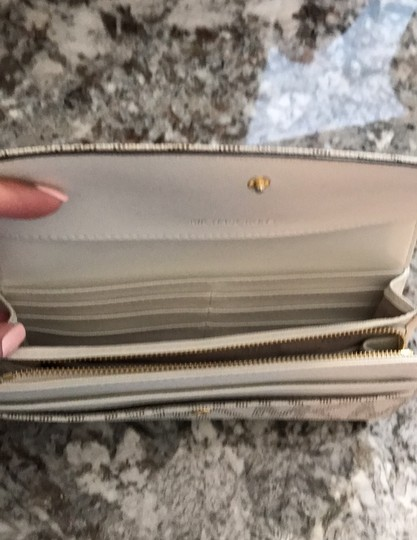 MICHAEL Michael Kors Off white with tan lettering. Clutch Image 6