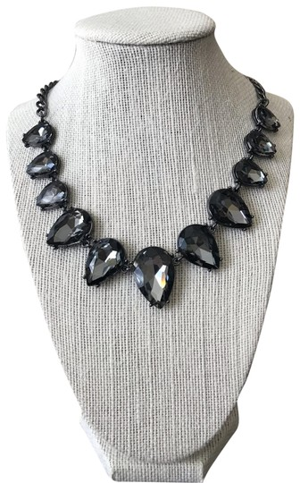 Preload https://img-static.tradesy.com/item/25703875/crystal-statement-necklace-0-1-540-540.jpg