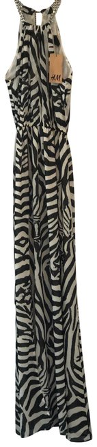 Preload https://img-static.tradesy.com/item/25704066/h-and-m-black-and-white-0000000-long-casual-maxi-dress-size-4-s-0-1-650-650.jpg