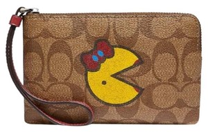 Coach Clutch Pochette Limited Rare Special Travel Card Cash Gift Wallet Chain Edition Wristlet in red/tan/beige