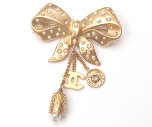 Chanel Chanel Rare Vintage Gold Plated Bow Pearl Thimble Snap Brooch