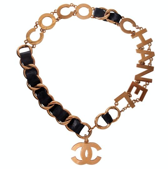 Preload https://img-static.tradesy.com/item/25708640/chanel-black-and-gold-1993-coco-chain-belt-0-1-540-540.jpg