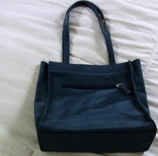Guess Tote in Black Image 3