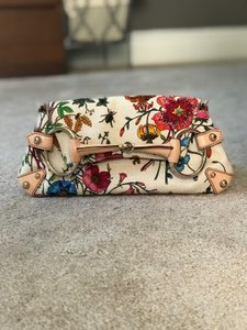 2d98543fb Gucci Flora Collection Bags - Up to 70% off at Tradesy