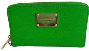 MICHAEL Michael Kors Wristlet in green
