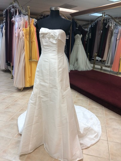 Pale Ivory Soft Taffeta Destination Fit and Flare Style Modern Wedding Dress Size 8 (M) Image 0