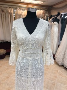 Jade Couture Antique Ivory Lace Antique-look Destination Gown with Belle Sleeves Vintage Wedding Dress Size 12 (L)