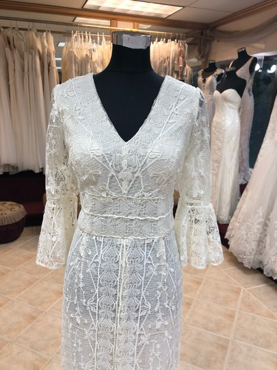 Preload https://img-static.tradesy.com/item/25714999/jade-couture-antique-ivory-lace-antique-look-destination-gown-with-belle-sleeves-vintage-wedding-dre-0-0-540-540.jpg