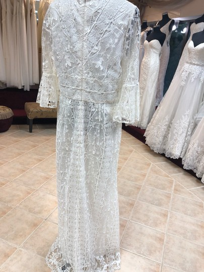 Jade Couture Antique Ivory Lace Antique-look Destination Gown with Belle Sleeves Vintage Wedding Dress Size 12 (L) Image 3