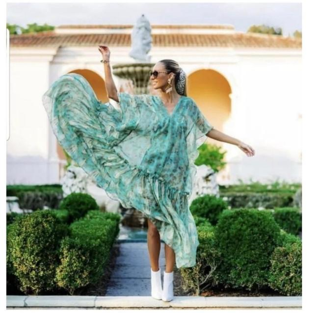 Preload https://img-static.tradesy.com/item/25718652/h-and-m-green-hm-conscious-exclusive-2019-lyocell-blend-kaftan-long-casual-maxi-dress-size-6-s-0-1-650-650.jpg