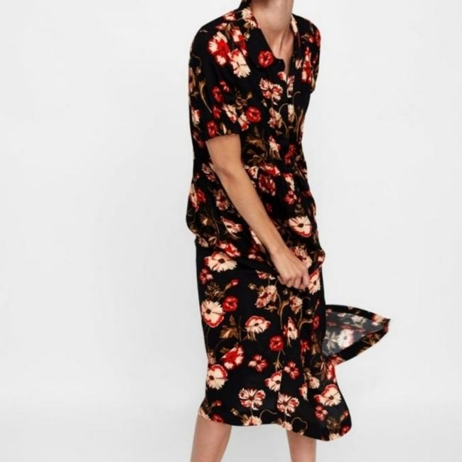 Preload https://item1.tradesy.com/images/zara-blackred-limited-floral-long-casual-maxi-dress-size-4-s-25718690-0-1.jpg?width=400&height=650
