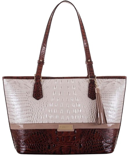 Preload https://img-static.tradesy.com/item/25719179/brahmin-toasted-macaroon-leather-tote-0-1-540-540.jpg