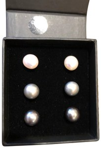 Splendid Set of 3 pairs of pearl stud earrings 8- 8.5 mm