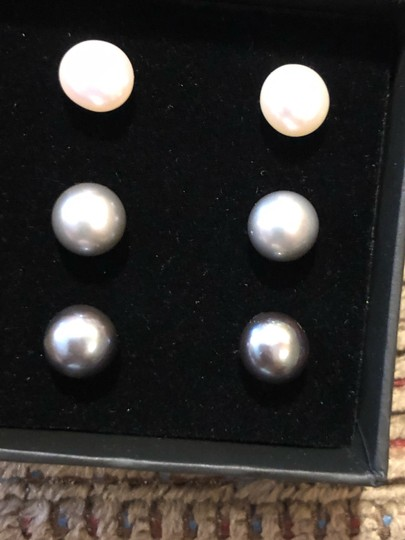 Splendid Set of 3 pairs of pearl stud earrings 8- 8.5 mm Image 1