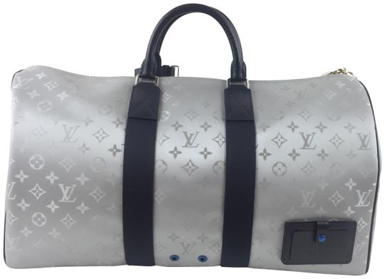 Preload https://img-static.tradesy.com/item/25720206/louis-vuitton-satellite-keepall-luggage-silver-coated-canvas-weekendtravel-bag-0-1-540-540.jpg