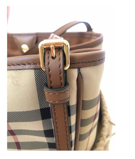 Burberry Check Horseferry Tote in Tan/Honey Image 9