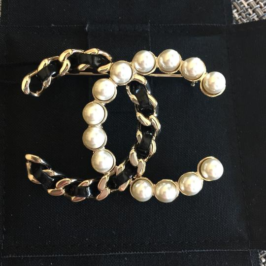 Chanel Brooch Pin Golden Black Pearl Chain Woven CC A96727 Image 1