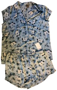 Chelsea28 Two piece light weight pj's blue floral Large